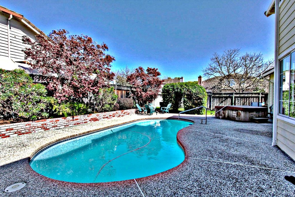 Private swimming pool |San Francisco Bay Area Vacation Home Rental