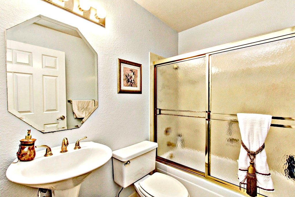 Full Bathroom Downstairs | San Francisco Bay Area Vacation Home Rentals