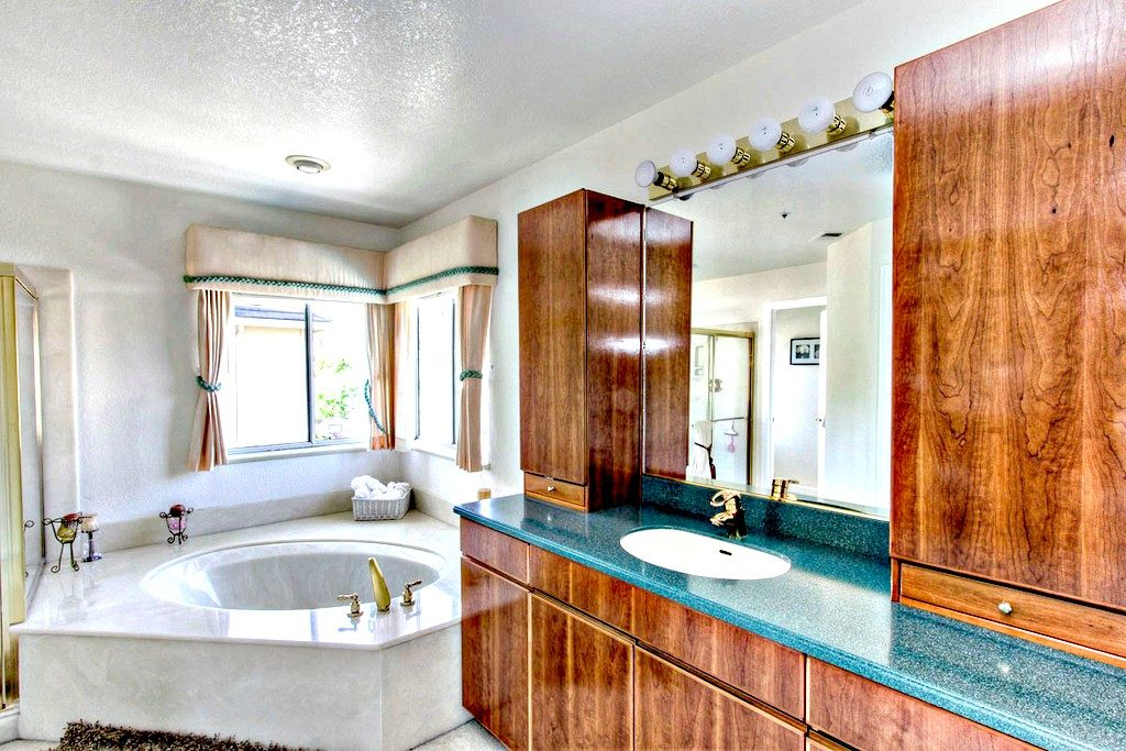 Master Bathroom Suite| San Francisco Bay Area Vacation Home Rental