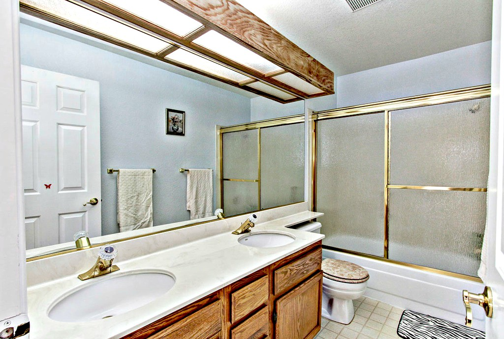 2nd Floor Full Bathroom | San Francisco Bay Area Vacation Home Rental