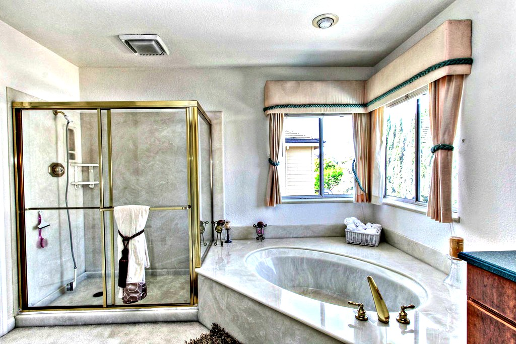 Master Bathroom | San Francisco Bay Area Vacation Home Rental