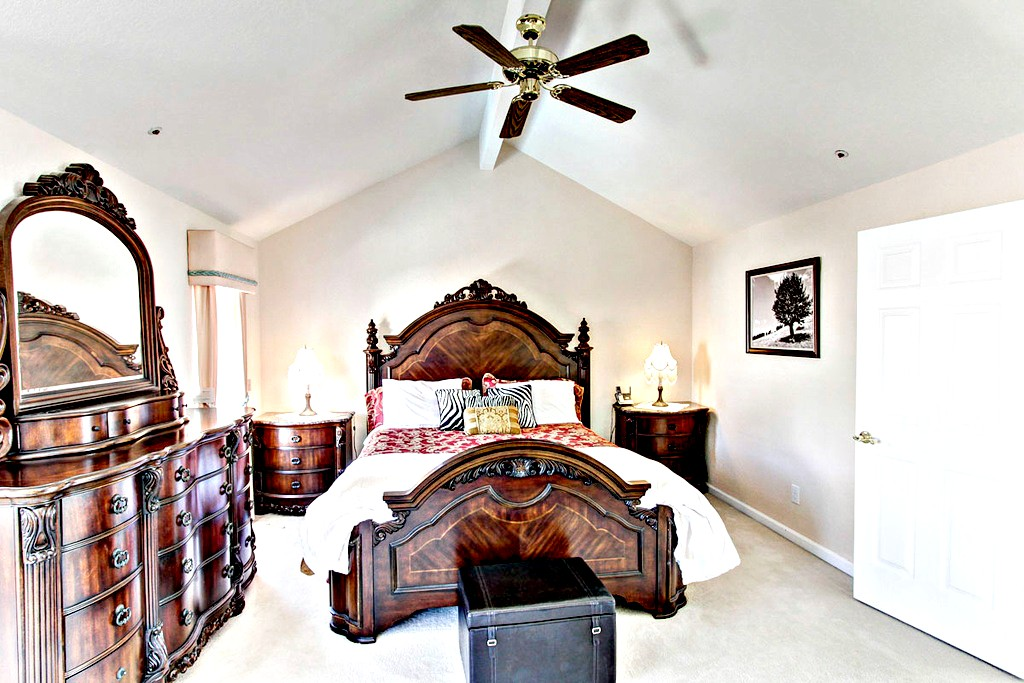 Master Bedroom with Cal-King Bed Set | San Francisco Bay Area Vacation Home Rentals